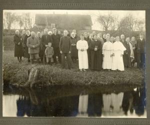 Baptistu iesvētības Saikavas pagastā ap 1923. gadu. J. Purcens