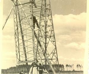 Antenas montēšana Madonas raidstacijā Aiviekstē, 1940. gada pavasaris