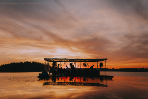 Vakars uz ezera